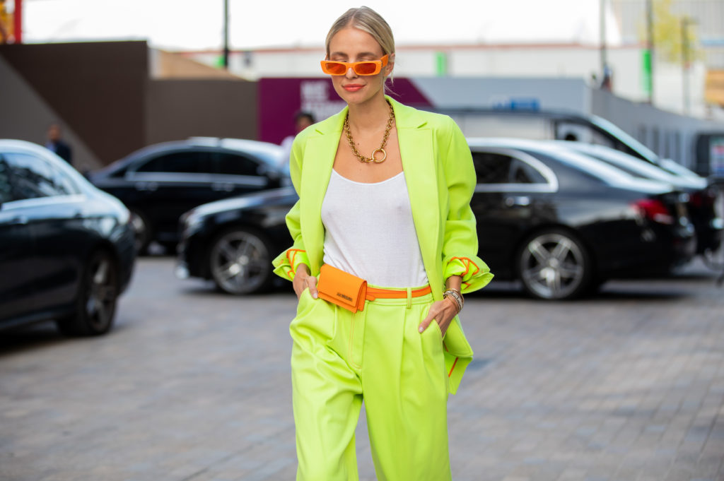 Jak nosić neony?