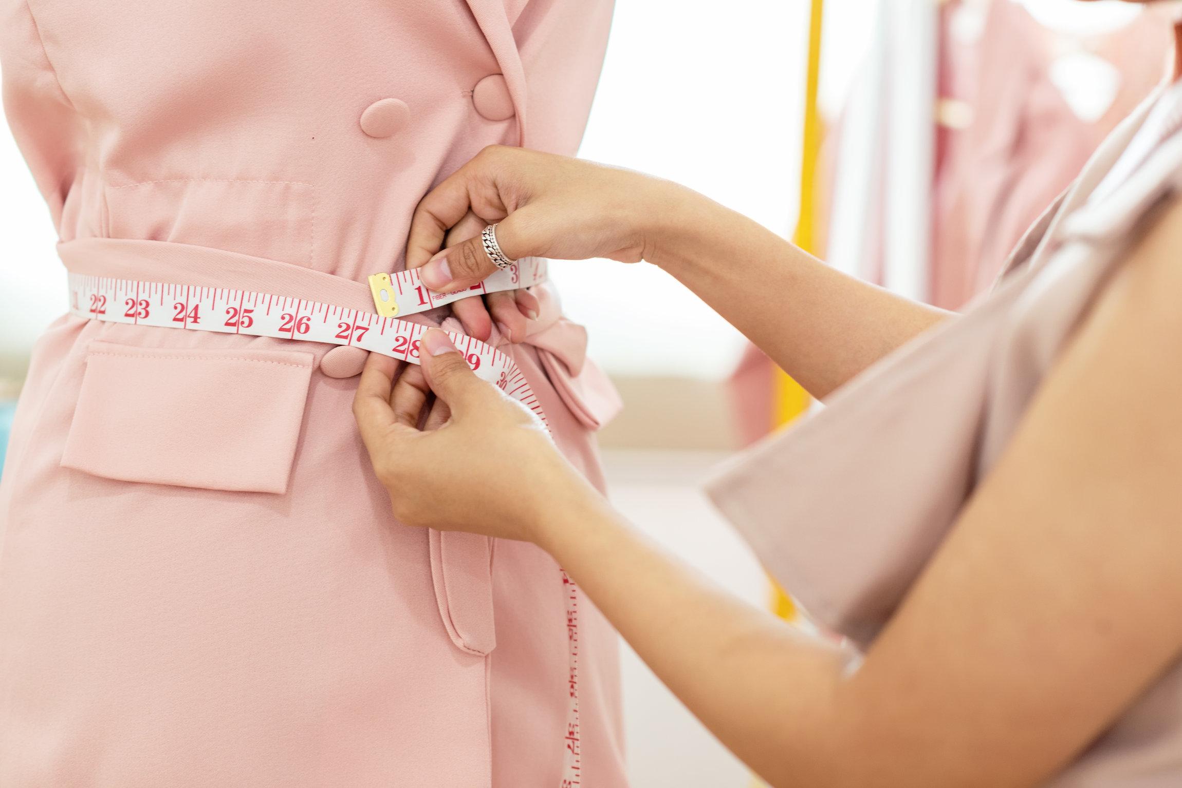 jak mierzyć sukienkę