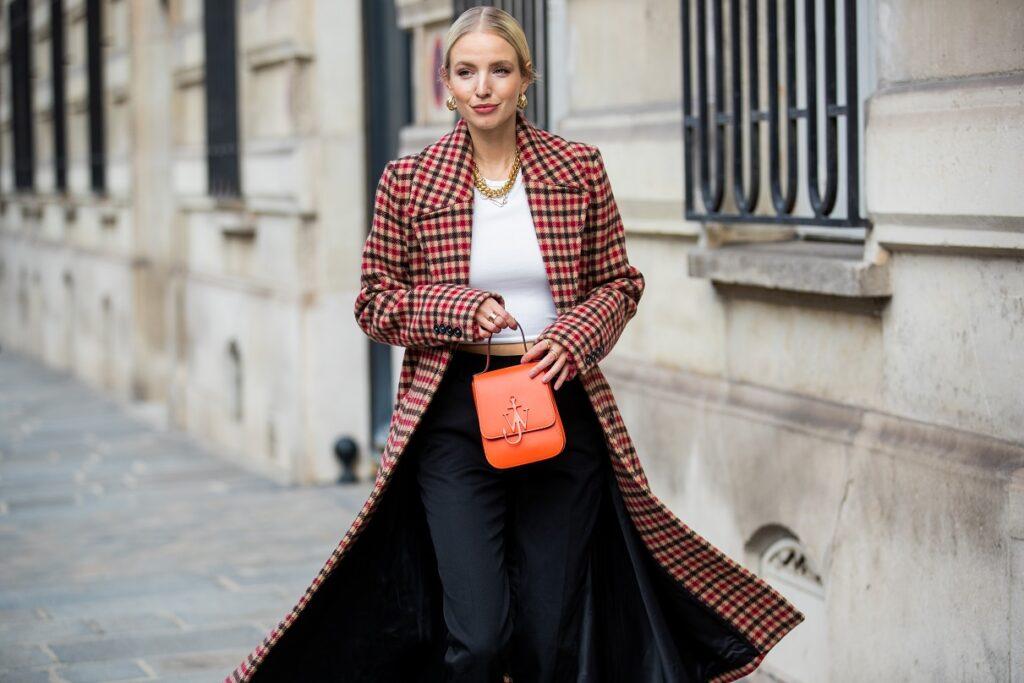 Jak nosić modny płaszcz w kratę?