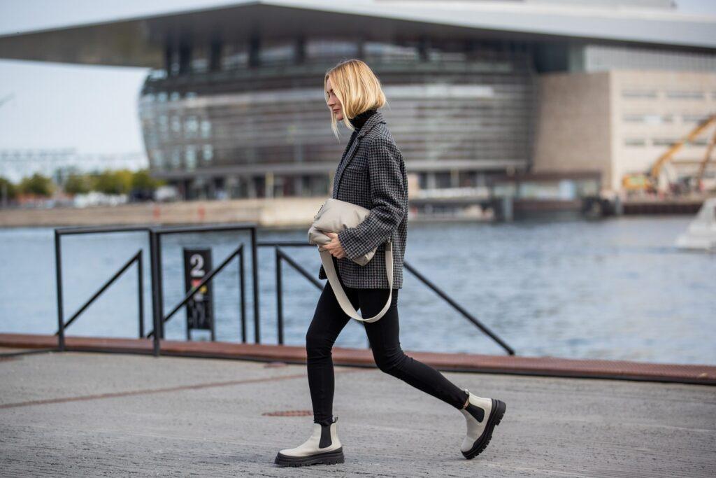 Jak nosić czarne rurki?