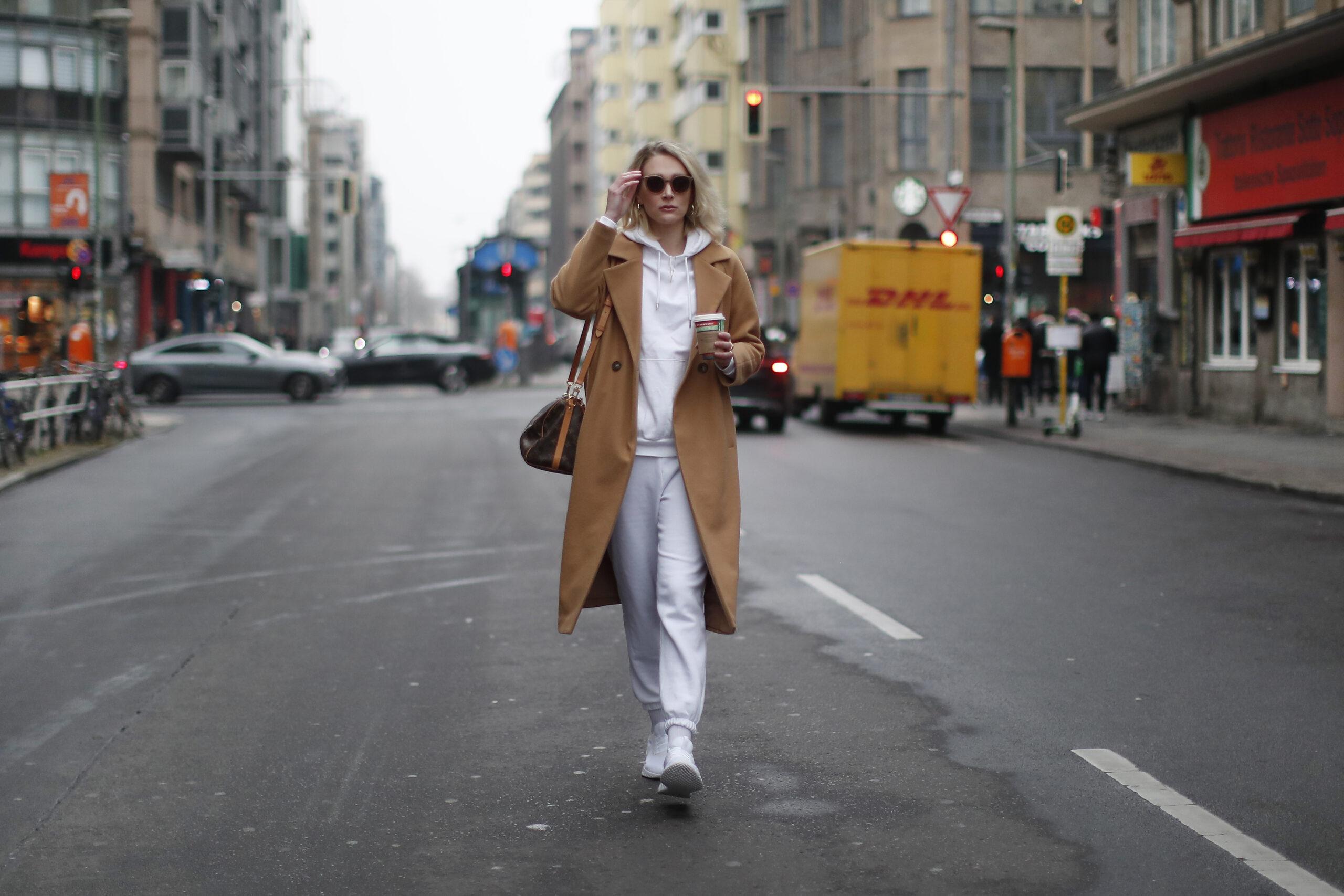 biała bluza damska stylizacje